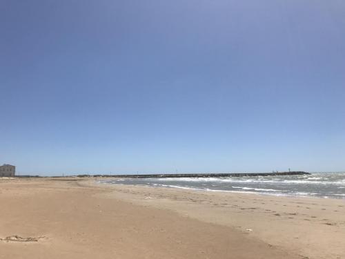 The beach, the sky